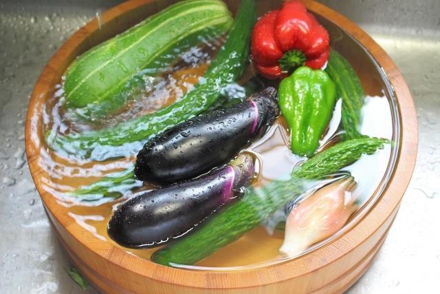 桶に入った種々の野菜